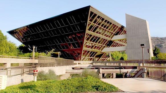 #116608 - Nov. 24, 2004: Tempe City Hall sits just
