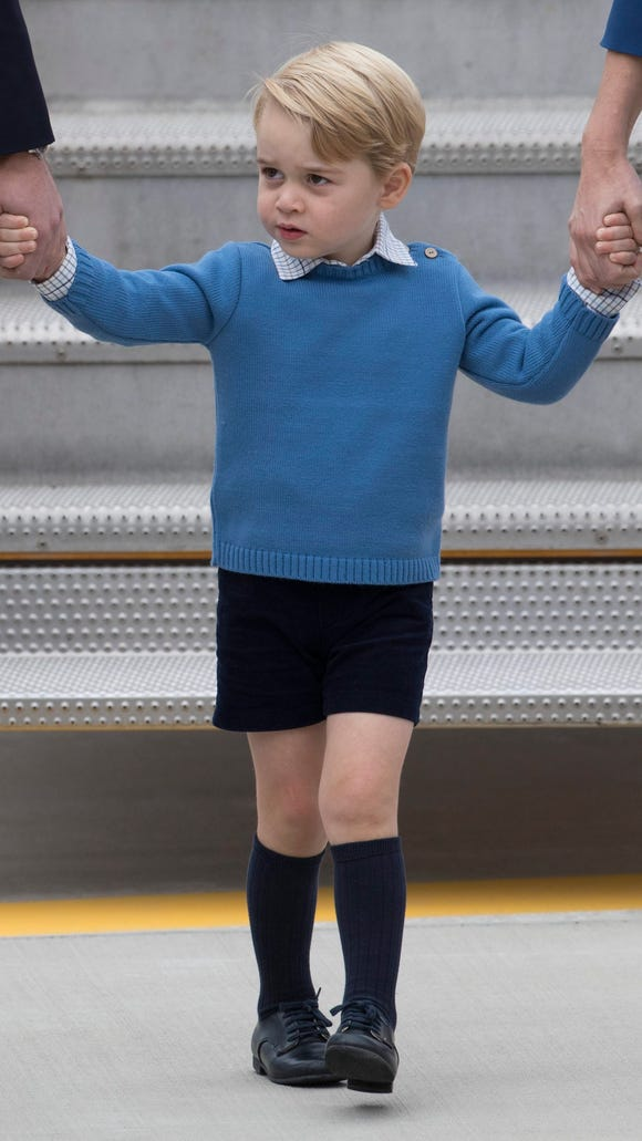 The future king is dressed in Spanish style, with sweater, shirt and shorts from Spanish brand Pepa & Co.