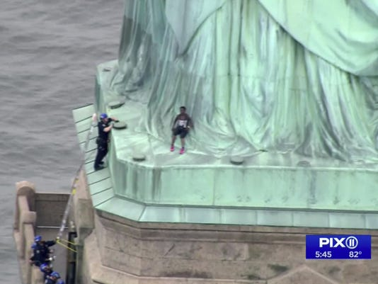 636663368731833260-Statue-of-Liberty-Arrests-GHEMBSF4U.1.jpg