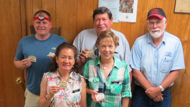 The four new woodcarvers who recently completed the North Arkansas Woodcarvers Club beginners carving class are, first row, from left, Lynn Huett and Nancy Wheeler, second row, Jerry Grace, Rick Wheeler, and instructor Sid Edelbrock. The 13-week class included basic carving and training projects. For information on the next class, call training coordinator Jason at 421-1055.