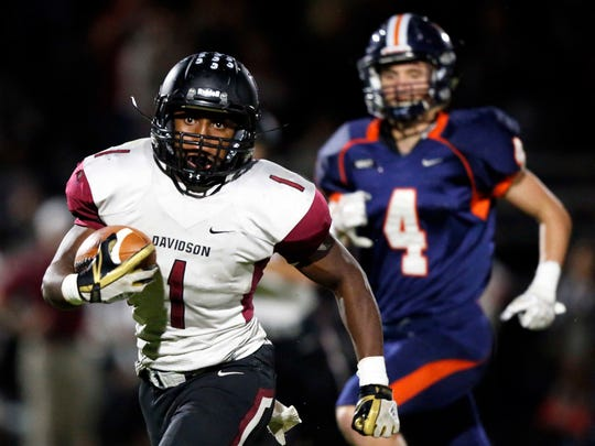 DavidsonÕs Da'joun Hewitt (1) runs for yardage as he's chased by Nashville ChristianÕs Riley Griffin during their game, Friday, Oct. 13, 2017, in Nashville, Tenn. (Photo by Wade Payne, Special to the Tennessean)