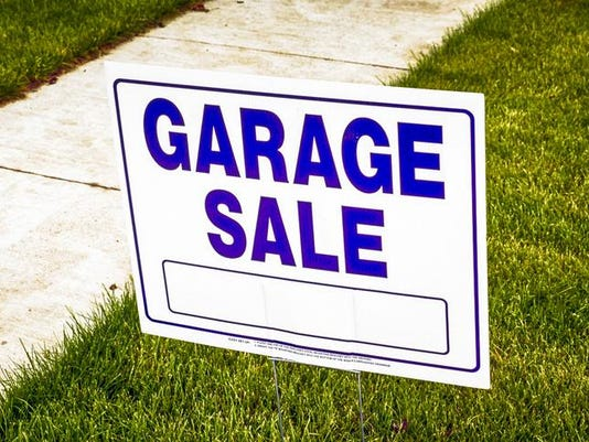 Garage sale sign in Fort Gratiot MI