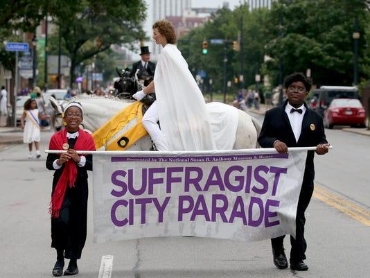 636363271024985145-parade02.jpg