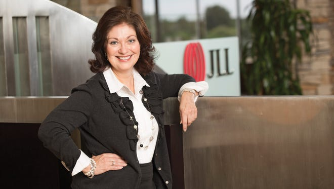 When Vicki Robinson, vice president of Jones Lang LaSalle, moved to the Valley from Atlanta in 2000, she landed a job with The Staubach Company, a real estate services firm Staubach owned.