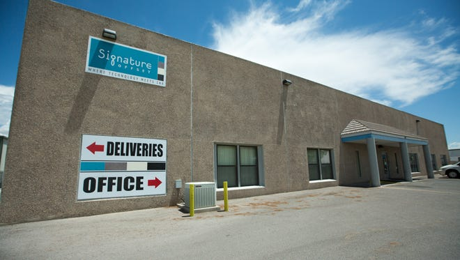 Signature Offset on Friday announced it would soon be closing its Las Cruces printing facility.