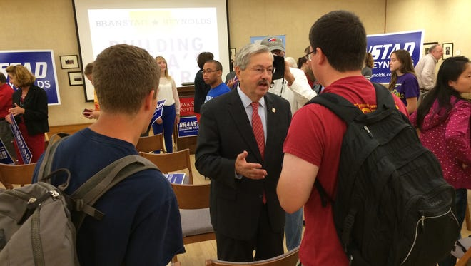 Gov. Terry Branstad meets students at Iowa State University after announcing new college-affordability proposals on Tuesday.