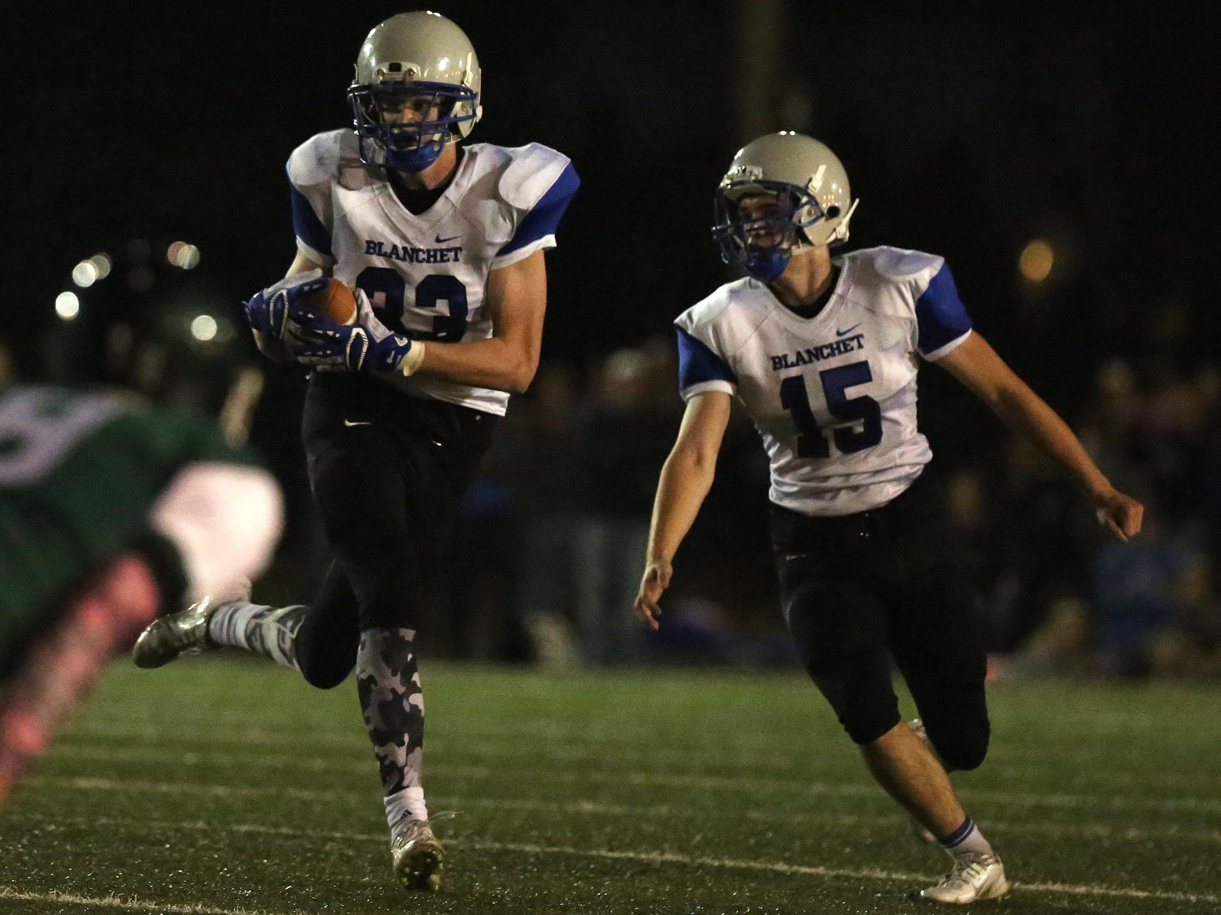 Blanchet's Ben Bartch runs the ball on Friday, Oct. 16, 2015, in Salem, Ore.
