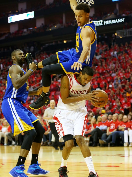9f7f97426c972 Stephen Curry suffers head contusion after scary fall in Game 4