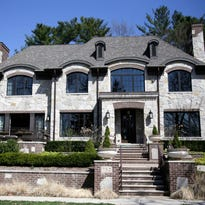 Luxurious limestone with a lake view in Birmingham