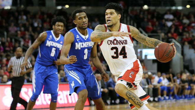 Memphis guard Jeremiah Martin (3), here guarding UC's Jarron Cumberland in the teams' first meeting this season, is averaging 24.0 points over his last five games.