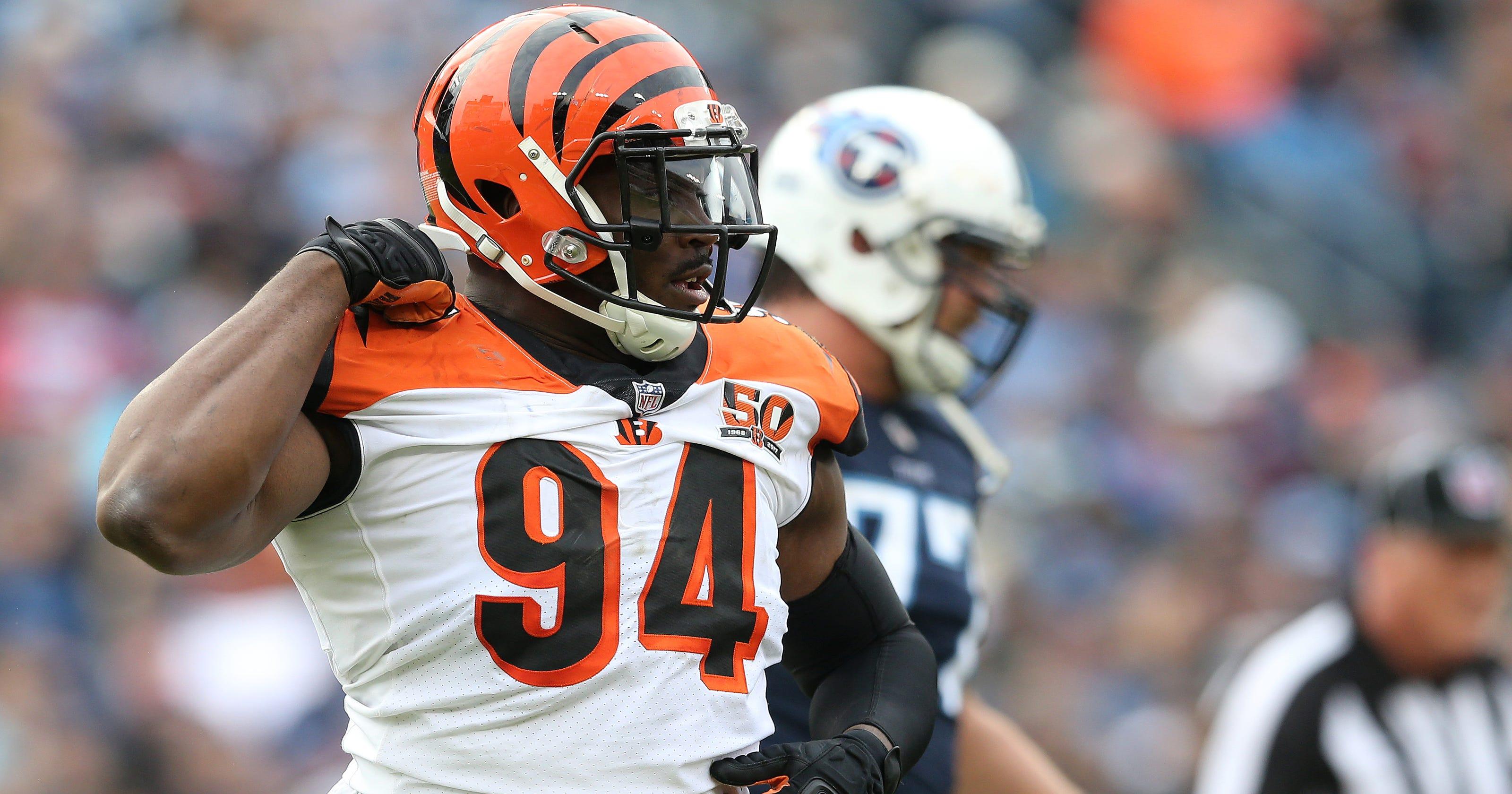 Cleveland Browns sign Cincinnati Bengals defensive end Chris Smith 211394d03