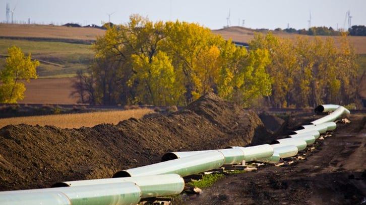 Trump issues pipeline permit to TransCanada