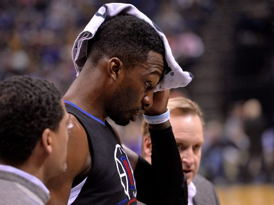 Los Angeles Clippers forward Jeff Green is helped off the court after suffering a facial laceration in the second half of an NBA basketball game against the Memphis Grizzlies Saturday, March 19, 2016, in Memphis, Tenn. (AP Photo/Brandon Dill)