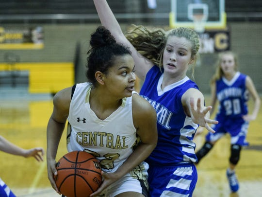 Central's Amaya Thomas (32) looks to make a pass as