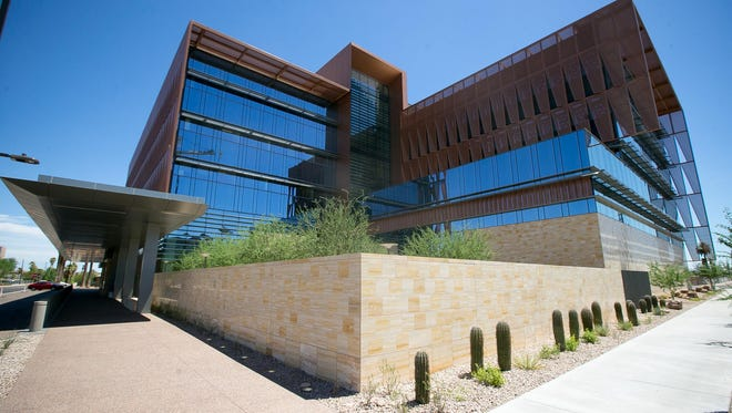 Arizona Cancer Center opened its new clinic in downtown Phoenix last week.