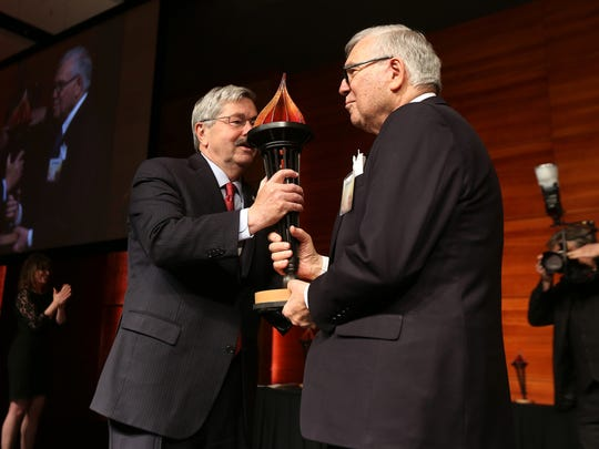 Iowa Gov. Terry Branstad, left, recognizes the decades