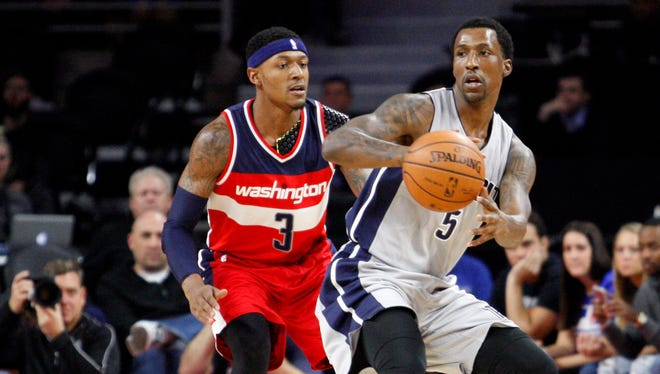 Pistons guard Kentavious Caldwell-Pope (5) passes the ball as he is defended by Wizards guard Bradley Beal (3) during the first quarter at The Palace of Auburn Hills Saturday.