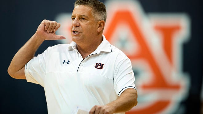 Auburn head coach Bruce Pearl directs his players during NCAA college basketball practice, Friday, Sept. 29, 2017. (Albert Cesare/The Montgomery Advertiser via AP)