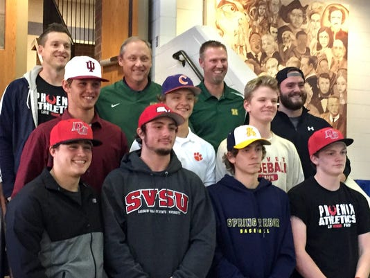 636143090556417096-Howell-baseball-signings.jpg