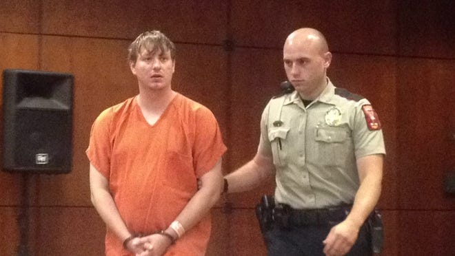 Blogger Clayton Kelly enters a Madison County courtroom.