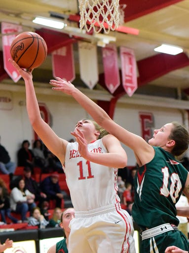 Bellevue's Payton Vogel takes it to the hoop past Oak