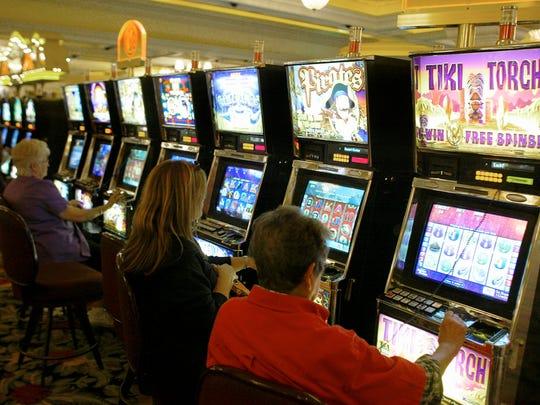 Kasino suku seperti Agua Caliente Resorts di Palm Springs dan Rancho Mirage diizinkan untuk mengoperasikan mesin slot karena usulan California yang disahkan oleh pemilih pada tahun 2000.