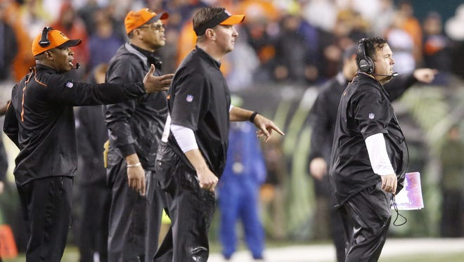 Former Bengals defensive backs coach Vance Joseph (far left) and Bengals defensive coordinator Paul Guenther (far right) react during the Bengals' playoff loss to Pittsburgh in January. Joseph soon after became defensive coordinator for the Dolphins. He returns to Paul Brown Stadium on Thursday night.