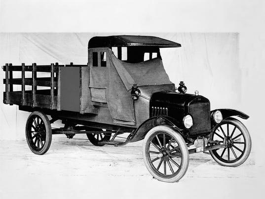 636366973108397865-1918-Ford-Model-TT-one-ton-stake-bed-truck-neg-98801.jpg