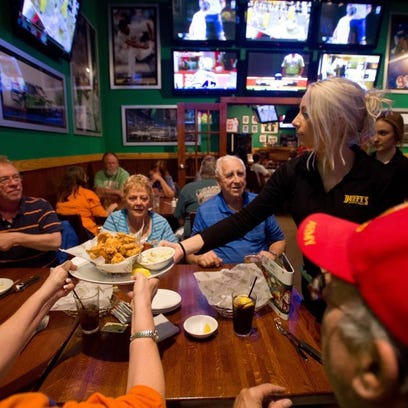 Slam dunk March Madness deals at Pizza Hut, Firehouse Subs, Duffy's Sports Grill and more