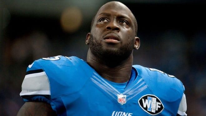 Stephen Tulloch will sign with the Eagles on Monday and begin practicing with the team on Tuesday.