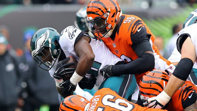 Eagles running back Wendell Smallwood (28) is brought down by Cincinnati Bengals defensive end Carlos Dunlap last Sunday. Smallwood had 19 yards rushing on eight carries.