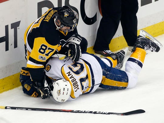 Pittsburgh Penguins' Sidney Crosby (87) tangles with