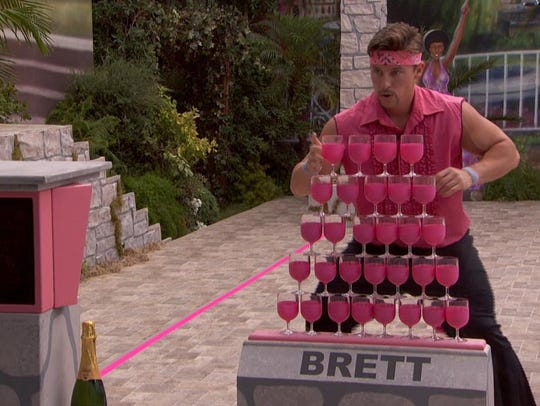 Brett of WinstonBrettBro competes in the veto competition