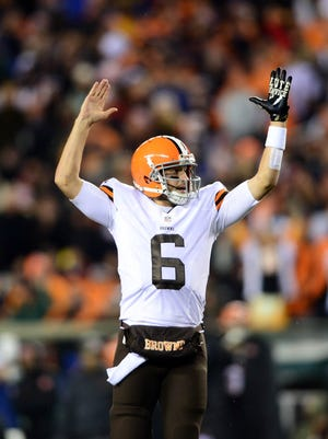 Browns quarterback Brian Hoyer (6) gestures a touchdown during the third quarter against the Cincinnati Bengals at Paul Brown Stadium.