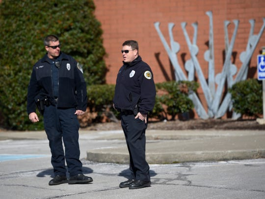 Police stand outside the Gordon Jewish Community in Nashville on Monday, Jan. 9, 2017 after a bomb threat forced the building's evacuation.