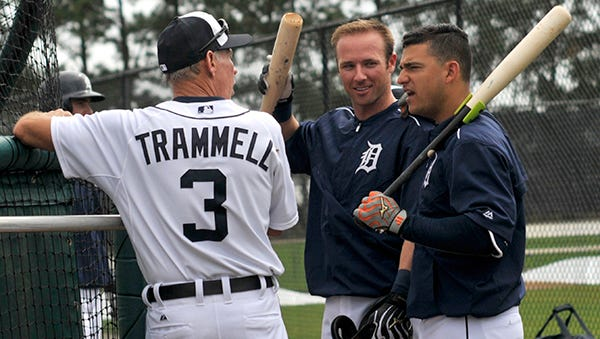 Alan Trammell talks with Andrew Romine and Jose Iglesias during batting practice Thursday.