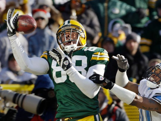 Green Bay Packers tight end Jermichael Finley tries