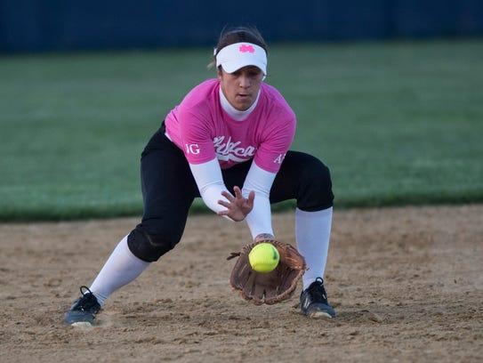 Mater Dei's shortstop Kat Mueller (21) grounds a ball