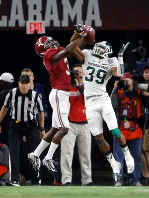 Alabama Crimson Tide wide receiver Calvin Ridley hauls in a spectacular TD catch in the third quarter against Michigan State Spartans cornerback Jermaine Edmondson.