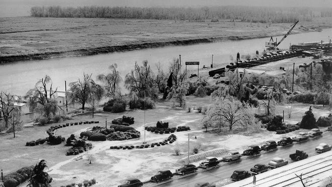Jefferson Davis Park and an undeveloped Mud Island were dusted with a light layer of snow on Jan. 3, 1950.