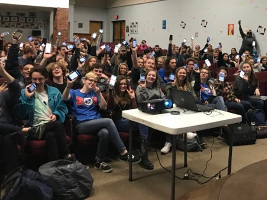 Harpeth High School students download the GoVoteTN