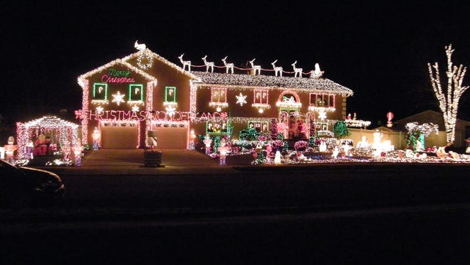 Rob and Karen Aperawic of Parlin won MyCentralJersey's Holdiay Lights photo contest in 2009.