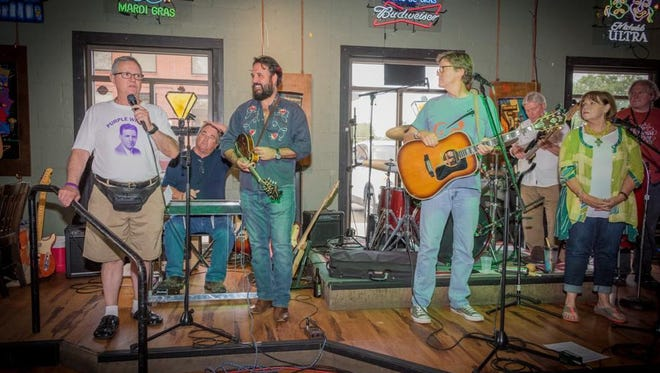 Event Host, David Wheeler introduces The Fried Turkeys at Purple Willie Jam III, August 2017. They'll do their greasy, hippy, roots, country thing beginning about 8:45.