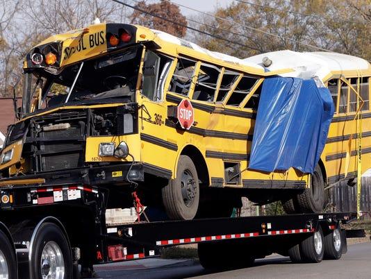 AP SCHOOL BUS CRASH TENNESSEE A USA TN