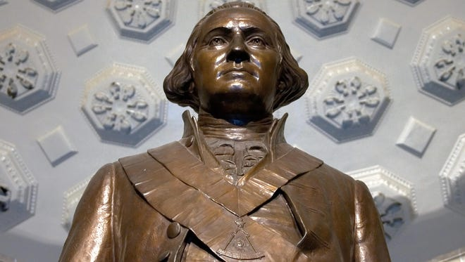 A bronze statue of the first US President George Washington.