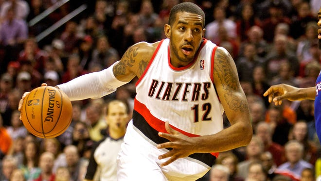 Trail Blazers power forward LaMarcus Aldridge drives to the basket against the Los Angeles Clippers at the Moda Center
