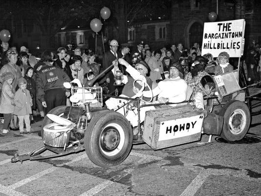 635689354105374168-1967-mardigras-parade5