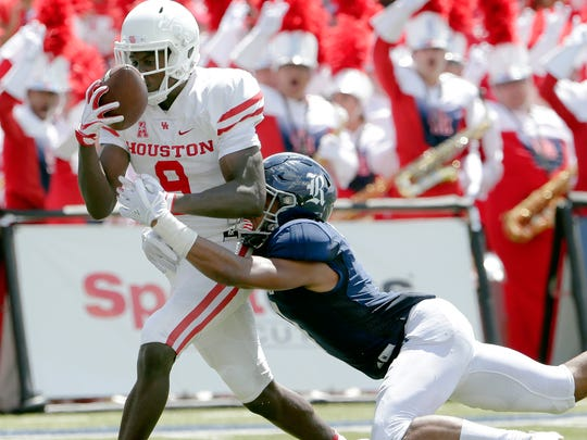 Houston wide receiver Courtney Lark (9) pulls in the reception for a touchdown in front of Rice cornerback Justin Bickham, right, during the first half of a NCAA college football game Saturday, Sep. 1, 2018, in Houston. (AP Photo/Michael Wyke)