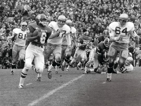 Former quarterback Jimmy Raye will be inducted into the Michigan State Sports Hall of Fame.