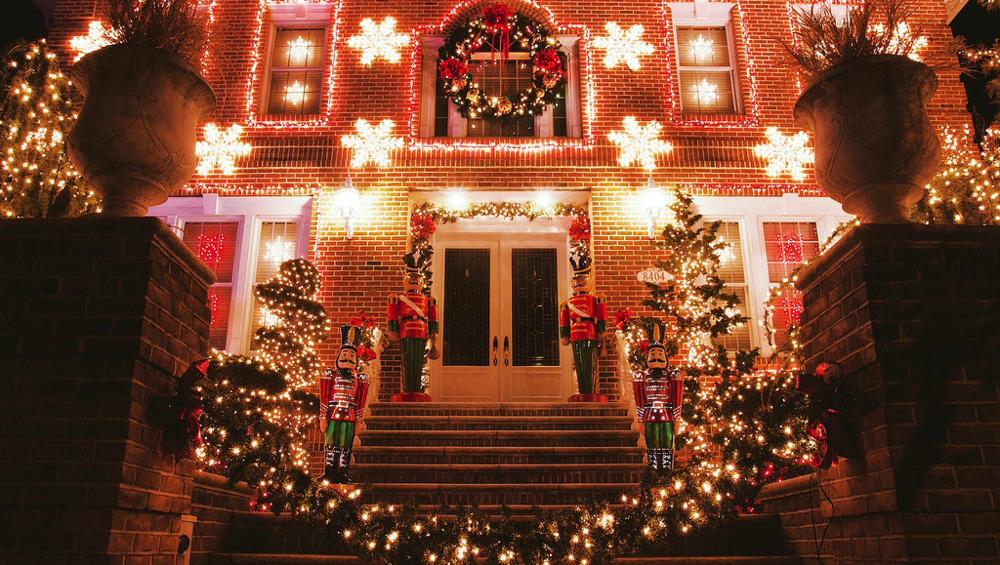 Enter USA TODAY's Holiday Lights contest and win $5,000!